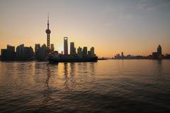 Zona de Lujiazui Finance&Trade de Shangai en el nuevo horizonte de la señal Foto de archivo libre de regalías