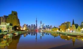 Zona de Lujiazui Finance&Trade de Shanghai na skyline nova do marco Imagens de Stock Royalty Free