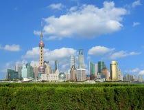 Zona de Lujiazui Finance&Trade del horizonte de la señal de Shangai en la ciudad Fotografía de archivo libre de regalías