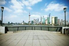 Zona de Lujiazui Finance&Trade del horizonte de la señal de Shangai en la ciudad Fotos de archivo libres de regalías