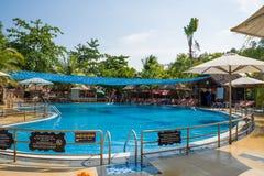 Zona de recreo con una piscina en el balneario de las aguas termales de los vagos de Thap con los baños de fango calientes y las  fotos de archivo libres de regalías