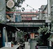 Zona de restaurantes al aire libre asombrosa de la calle Foto de archivo libre de regalías