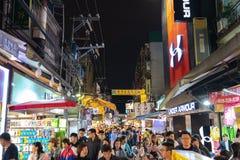 Zona de restaurantes del mercado de la noche de Shilin Un destino popular y famoso, paradas sin fin de la comida, muchedumbres El foto de archivo