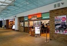 Zona de restaurantes en el aeropuerto de Haneda en Tokio, Japón Fotografía de archivo libre de regalías