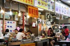 Zona de restaurantes en el mercado de la noche de Shilin en Taipei, Taiwán Fotografía de archivo libre de regalías