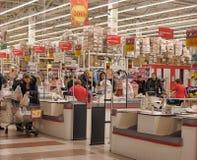 Zona del efectivo en el supermercado Fotografía de archivo libre de regalías