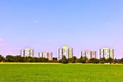 Zona dell'alloggiamento nel paesaggio rurale Fotografie Stock Libere da Diritti