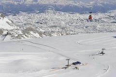 Zona di corsa con gli sci della montagna di Dachstein Fotografia Stock