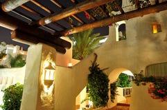 Zona di ricreazione illuminata dell'albergo di lusso Fotografia Stock Libera da Diritti
