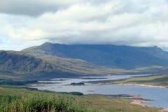 Zona di Skye Island Northwestern della Scozia Paesaggi naturali delle foreste, di tantissimi laghi, di catene montuose e delle va Fotografie Stock