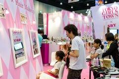 Zona di trucco dei capelli sulla città delle ragazze di Tokyo dalla cabina della raccolta delle ragazze di Tokyo durante Fotografia Stock Libera da Diritti