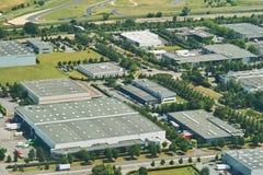 Zona industrial, ambiente verde Fotos de archivo libres de regalías