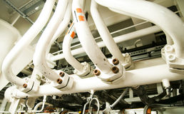 Zona industrial, encanamentos de aço e válvulas Imagem de Stock Royalty Free