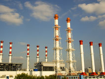 zona industrial próxima, close-up dos encanamentos industriais da planta, sistema de energia Imagens de Stock Royalty Free