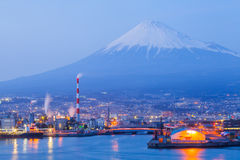 Zona industrial y montaña Fuji de Japón fotografía de archivo libre de regalías
