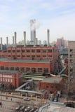 Zona industriale con i fumaioli Fotografia Stock