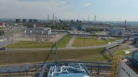 Zona industriale Il fumo bianco ? versato dal tubo della fabbrica contrariamente al sole Inquinamento dell'ambiente: a video d archivio