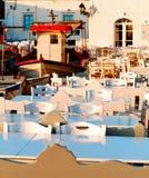 Zona para sentarse del restaurante de Naoussa foto de archivo