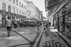 Zona peatonal de Augusta Street que sorprende en Lisboa - un lugar popular - LISBOA/PORTUGAL - 15 de junio de 2017 Imagen de archivo libre de regalías
