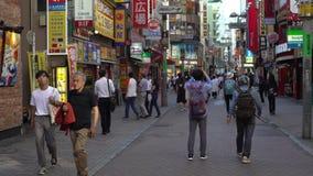 zona peatonal japonesa de la ciudad de Shibuya del centro de la calle de la metrópoli que hace compras 4K almacen de video