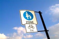 Zona peatonal y bicicleta Foto de archivo