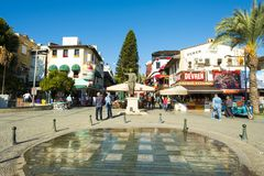 Zona pedestre comercial Antalya V do restaurante foto de stock