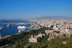 Zona portuaria y ciudad, Málaga, España. Foto de archivo