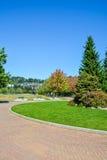 Zona recreativa con camino tejado en frente Imagen de archivo