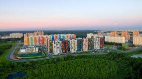Zona residenziale sulla strada principale di Dmitrovskoye Fotografia Stock