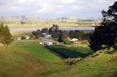 Zona rurale dell'azienda agricola di vista della collina Fotografie Stock