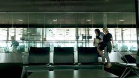 Zona segura del aeropuerto del aviso de Barcelona almacen de metraje de vídeo