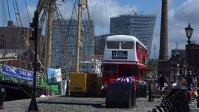 Zona turistica di Liverpool con i bacini 4K video d archivio