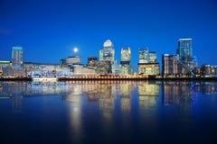 Zonas das docas de Londres na noite Foto de Stock