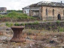Zonas das docas em desuso de Glasgow - poste de amarração do ferro fotografia de stock royalty free