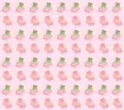 zonbedden over de roze achtergrond De de zomervakanties aten het overzeese zijconcept royalty-vrije stock afbeeldingen