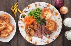 Zondagbraadstuk met de pudding van Yorkshire Stock Foto