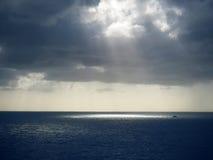 Zondagen door wolken Stock Foto