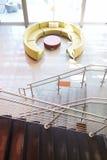 Zone d'accueil vide dans le bureau moderne Photographie stock libre de droits