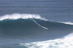 Zone dangereuse au grand @Nazaré de vagues Photo stock