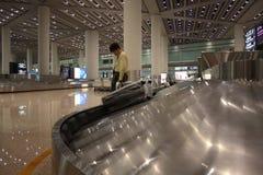 Zone de réclamation de bagage dans un aéroport Photographie stock libre de droits