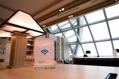 Zone de stockage dans l'aéroport de Suvarnabhumi avec le service gratuit de WiFi Image libre de droits
