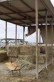 Zone de stockage de nourriture pour des chevaux à une ferme Image libre de droits