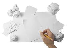 Zone de travail avec le papier et la main écrasés Photographie stock libre de droits