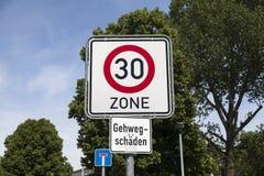 Zone du panneau routier 30 Image libre de droits