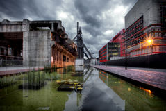 Zone industrielle avec le haut fourneau à Esch/Belval, Luxembourg Photographie stock libre de droits