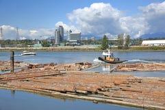 Zone industrielle de rivière, industrie de bois de charpente Images libres de droits