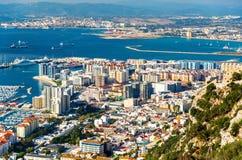 Zone urbaine du Gibraltar vue de la roche photo stock