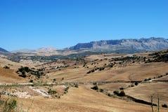 Zones de blé et montagnes, Almogia, Espagne. photos libres de droits