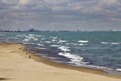 Zones industrielles par le lac Michigan photographie stock libre de droits