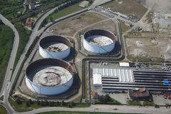 Zones industrielles - réservoirs d'huile Photographie stock libre de droits